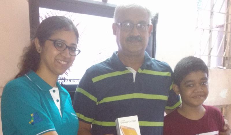 Flipkart Customer Connect - Flipkart customer K Prakash Rau (R) with Flipster Charu Khanna